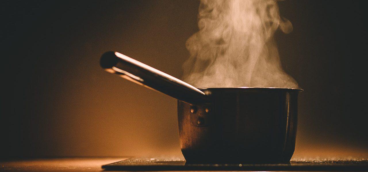 Tradycyjne akcesoria kuchenne w nowoczesnej kuchni